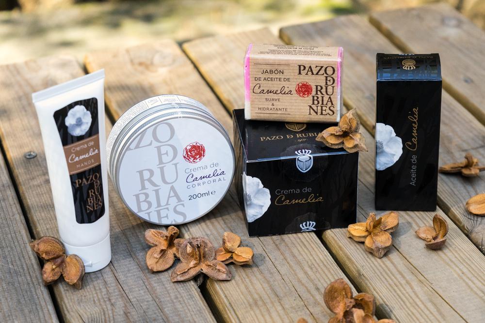 Aceite extraido de las semillas de camelia del Pazo De Rubianes, y sus cosméticos naturales y artesanales.